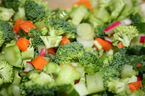 Vegetable mixture of broccoli slaw